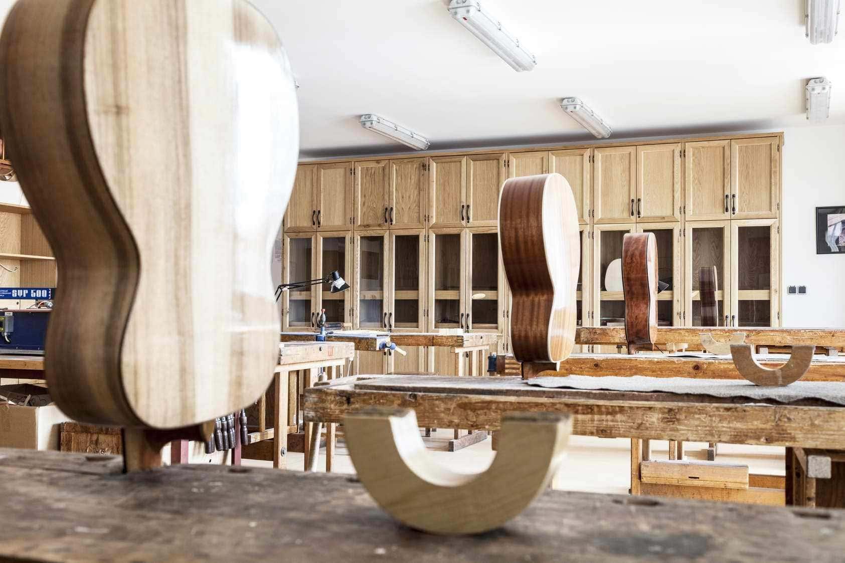 interiér houslařské školy v Chebu od MY DVA