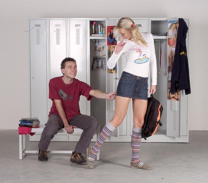 školní šatna s šatními skříňkami
