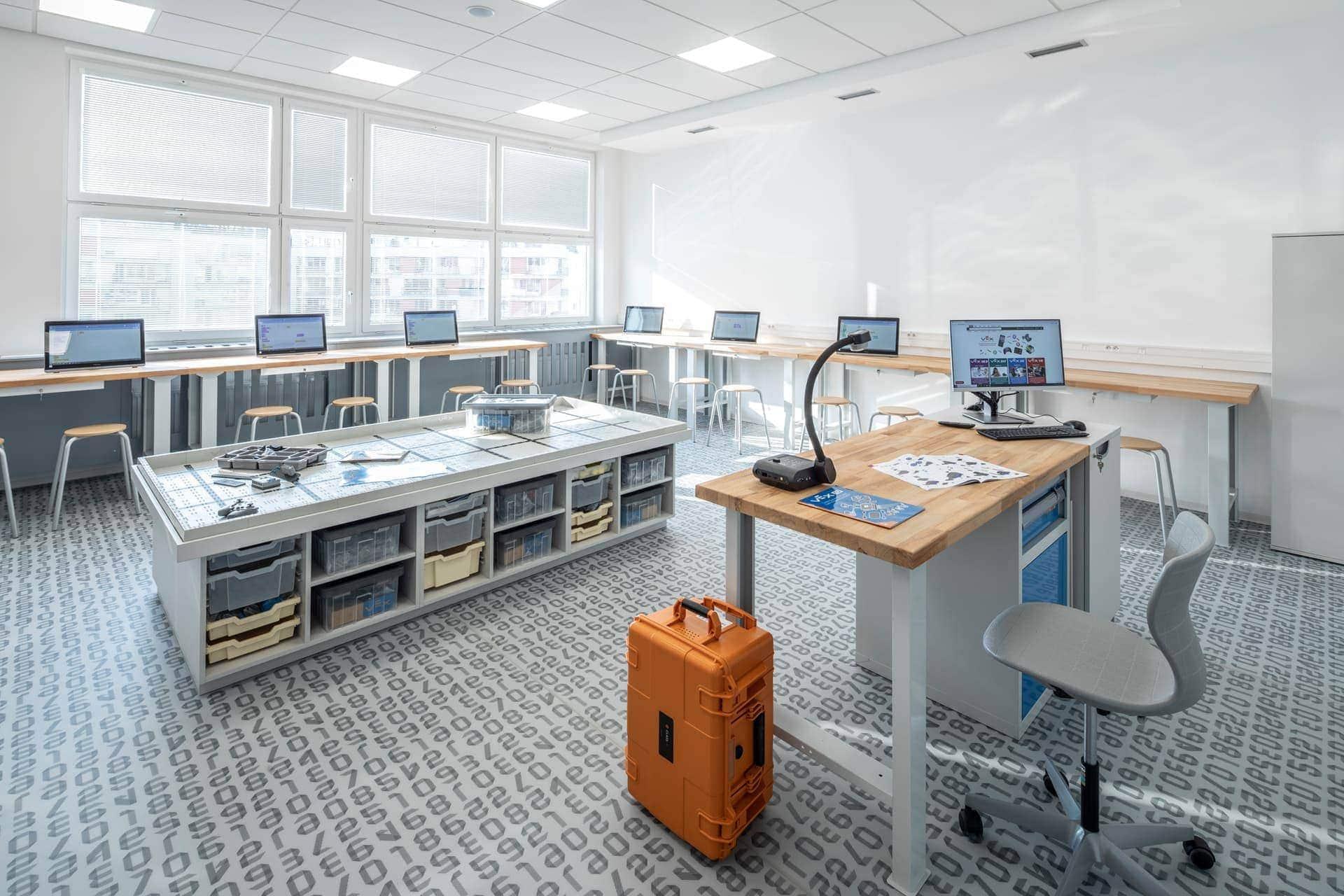 Interiér ZŠ Praha 5 - Zličín_učebna robotiky